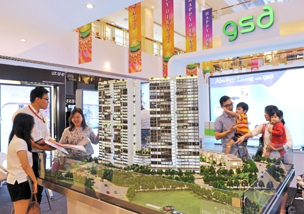 Visitors checking out a project at the GSD Land Sdn Bhd booth during a previous StarProperty.my Fair in Queensbay Mall, Penang.