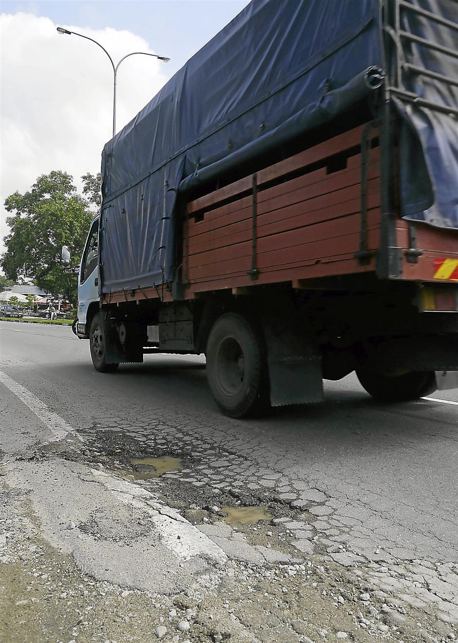 Residents say cracks and potholes reappear on Jalan