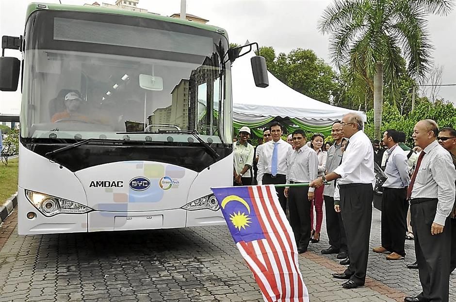 The first electric powered bus in Malaysia flagged off by YB Dato' Seri DiRaja Mahdzir Khalid, deputy minister of KeTTA (Ministry of Energy, Green Technology and Water) for pilot trial run. FOR BYTZ USE ONLY.