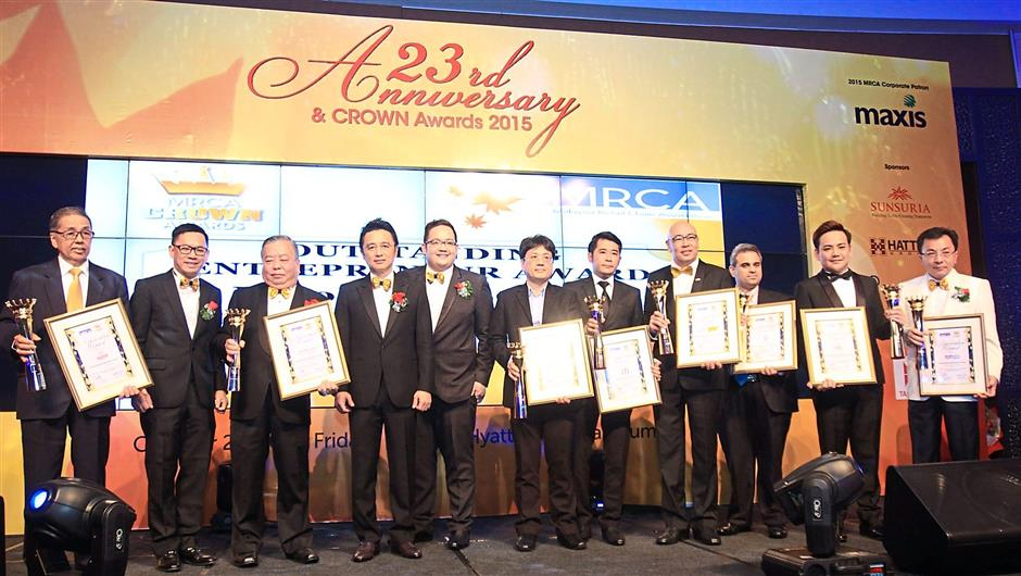 Liaw (second from left), Ter (fourth from left) and Lee with all the eight Crown Award recipients at the MRCA 23rd anniversary celebration and MRCA Crown Awards 2015, at Grand Hyatt Kuala Lumpur.