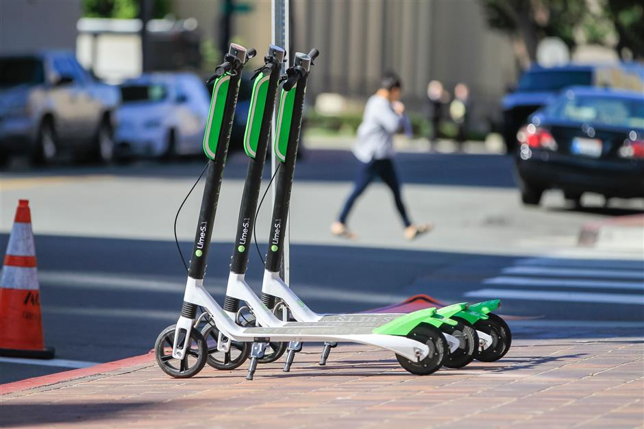 LimeBike scooters for rent on the corner of F Street and Front Street in downtown San Diego on March 1, 2018. (Eduardo Contreras/San Diego Union-Tribune/TNS)
