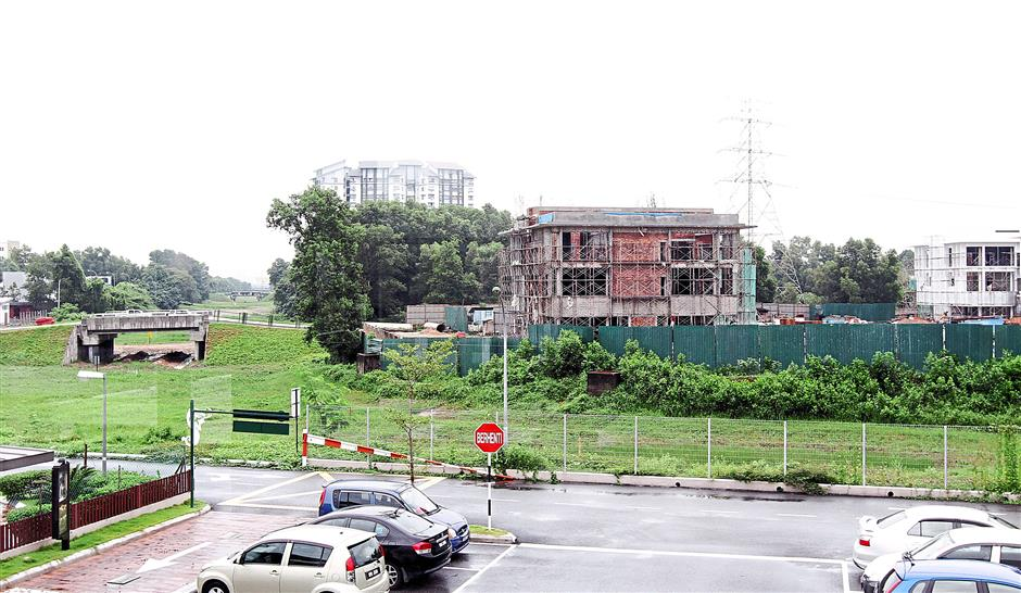 The flyover is supposed to run next to these new shoplots coming up in Kota Kemuning and the land is readily available.