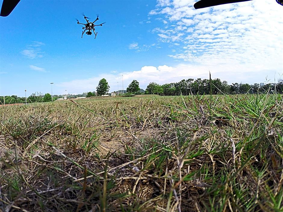 Dragonfly Robotixhas 15 drones in its stable and each can be modified to meet a clientâ¿TMs needs, whether it be photography, urban planning or agriculture.