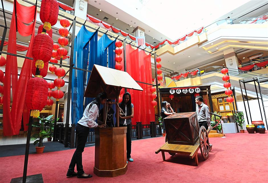 Eye-catching: Sunway Carnival Mall's Rising Properity celebrations highlight China's ancient textile heritage.