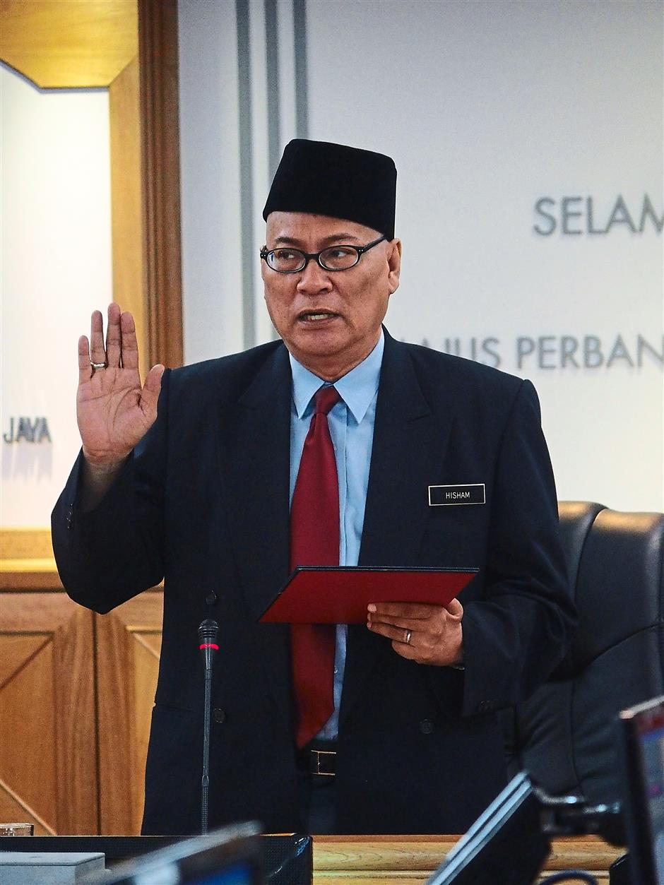 With the team: Datuk Nor Hisham Ahmad was sworn in as the new Subang Jaya Municipal Council president at MPSJ yesterday.