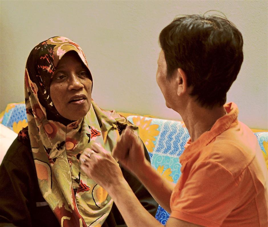 "2. Listen and focus to what the person is sayingWhile common sense may dictate that we focus to the person who is speaking, many may not practice this. ""Sometimes when we're visiting the patient, many of us may not know what to do,"" said Habiba, adding that the caregiver can let the patient break the silence. ""It is important to let the patient talk about his desires, worries, his needs and what he wants or what he likes,"" she said. Habiba advised caregivers to be fully present when with the patient and not be busy doing other things, such as reading the newspaper."