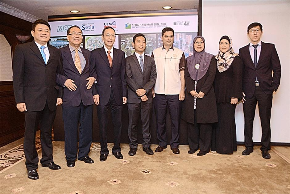 From left:Teoh Eng Poh, General Manager of MCT Consortium Bhd; YK Liew, Head of Sales & Marketing of Setia Haruman; Datuk Ricque Liew, CEO of Paramount Property Division (Cjaya); Aidan Hamidon, Executive Director of Areca Properties; Abdul Jami Shaik, General Manager of Sales & Marketing, Glomac; Pipah Mohd Nasir, General Manager of SP Setia; Mazrita Mazlan, COO of Emkay Group; and Ang Kee Ping, Project Director, Development of UEM Sunrise.