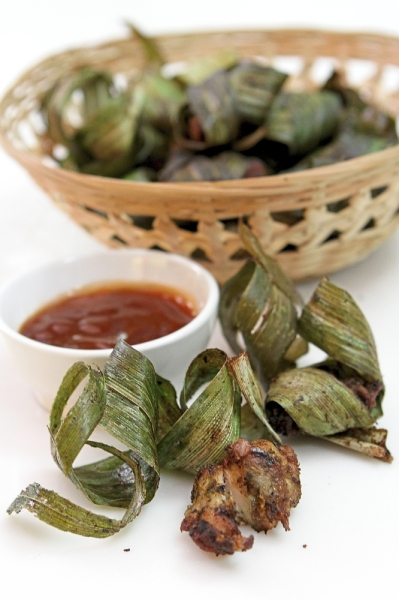Best served hot, pandan chicken can be eaten as an appetiser or as a part of the main meal.