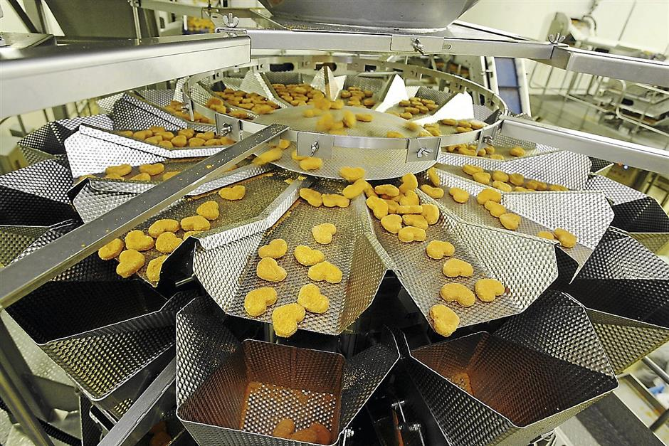 The different stages how chicken nuggets are processed.
