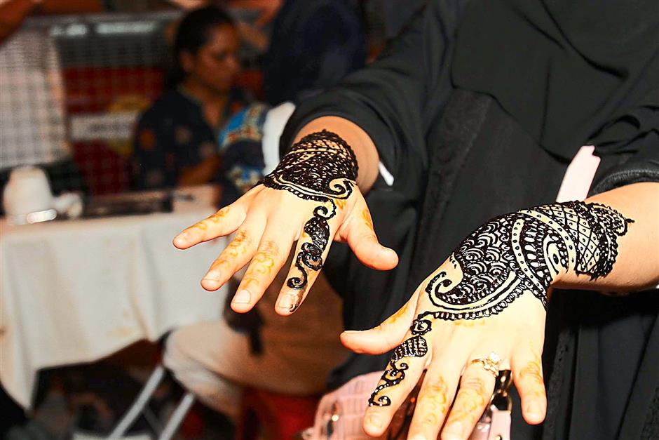 Henna or mehendi is one of the attractions for tourists and visitors to indulge from a starting price of RM10 at Jalan Bukit Bintang, KL