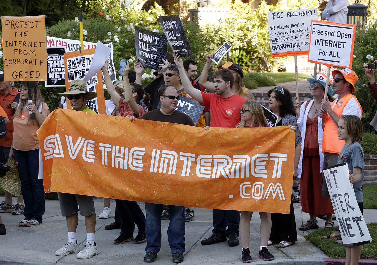 IN PROTEST: Online video personalities are joining together to advocate for equal treatment of Internet traffic, aiming to stop the US government from allowing what they worry will be fast and slow lanes for delivering content. u2014 Reuters