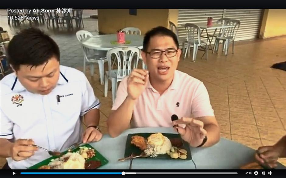"""A screenshot of Ling (right) introducing one of Yong Peng's lesser-known, yet tasty dining places on his """"Ah Soon's Good Food"""" video posts."""