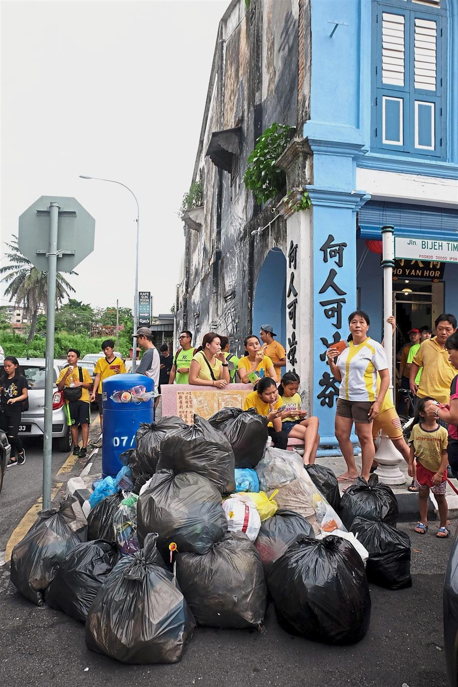 The JOGJap Bersihkan Ipoh weekend outing yielded an abundant return, with over 30 bags of trash collected in less than 90 minutes.