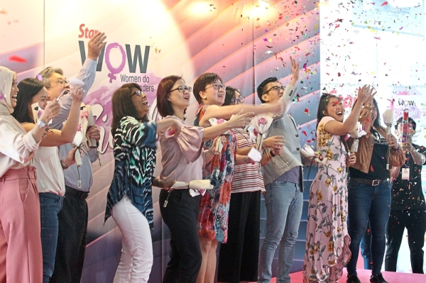 Believing in women: Coming together to salute women at the launch of WOW! Fiesta are (from left) singer Nabila Razali, MBOu2019s Vivien Lee, The Starling Mallu2019s Gavin Chong, Bursa Malaysiau2019s Selvarany Rasiah, Star Media Groupu2019s Lydia Wang, ParkCity Medical Centreu2019s Chu2019ng Lin Ling, The Staru2019s Women and Family editor Ivy Soon, Canonu2019s Andrew Koh, radio u00adpersonality Linora Low and One Championshipu2019s Ann Osman. u2014 KAMARUL ARIFFIN/The Star