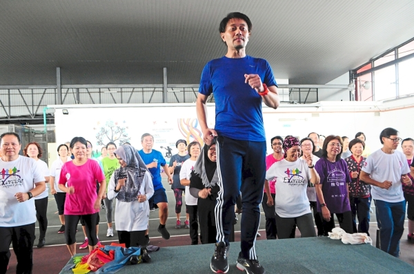 (Left) Assoc Prof Nahar leading a group exercise. He says exercise is needed to maintain muscle tone and endurance.— Photos: LOW BOON TAT and YAP CHEE HONG/The Star
