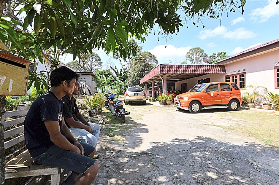 Most Felda settlers are able to afford modern conveniences of better homes and cars and living a life that is much better-off thanks to earnings and savings made from their monthly palm oil fruit returns.