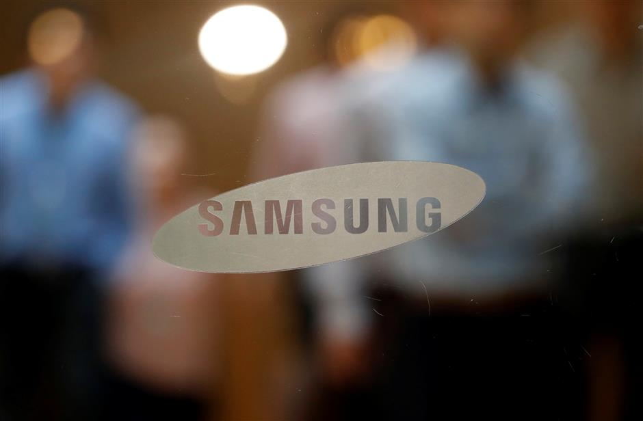 The logo of Samsung Electronics is seen at its store in Seoul, South Korea, October 11, 2017.  REUTERS/Kim Hong-Ji