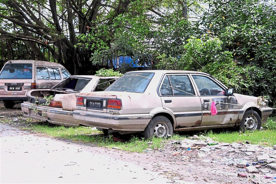 Abandoned vehicles are an eyesore in Klang. — filepic