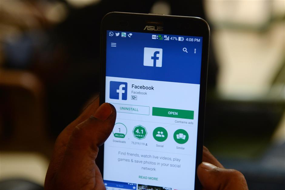 This photo illustration taken on March 22, 2018 shows apps for Facebook and other social networks on a smartphone in Chennai. / AFP PHOTO / ARUN SANKAR