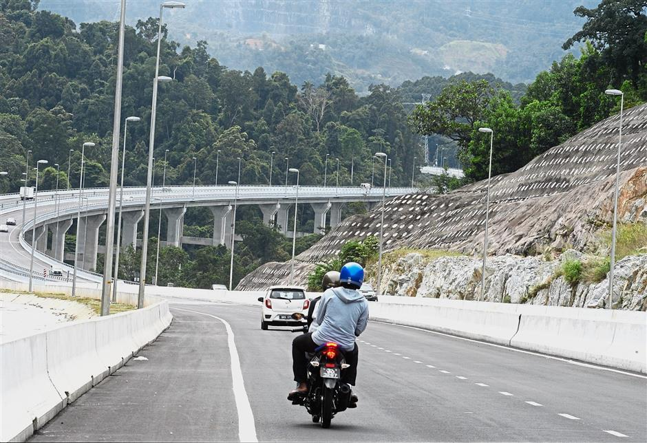 Story on the newly opened Rawang-Serendah bypass.