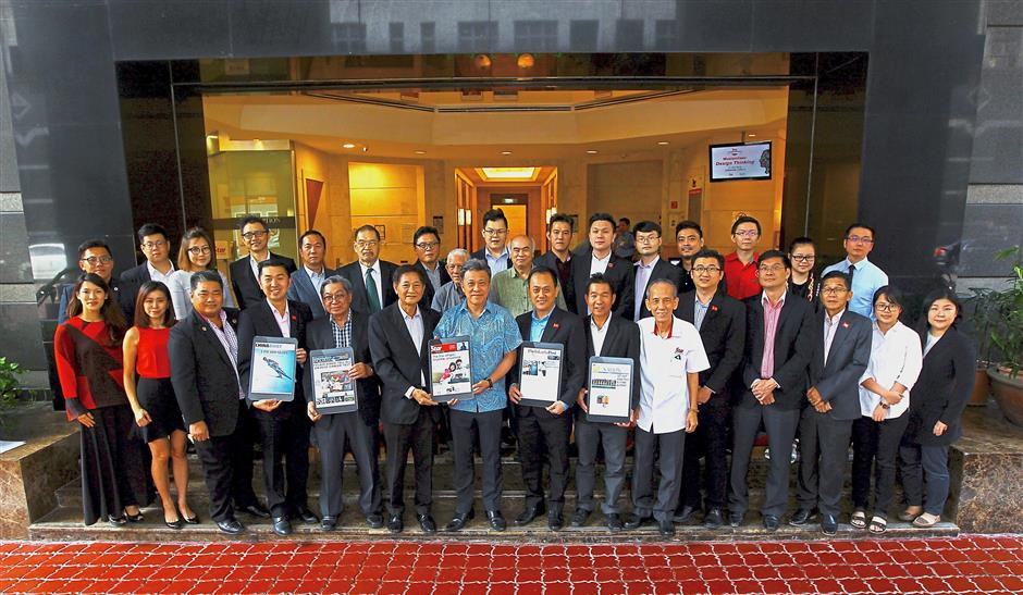 Bold direction: Wong (seventh from left) presenting u2018The Staru2019 ePaper to Tham (sixth from left) and other FEMACGA delegates.