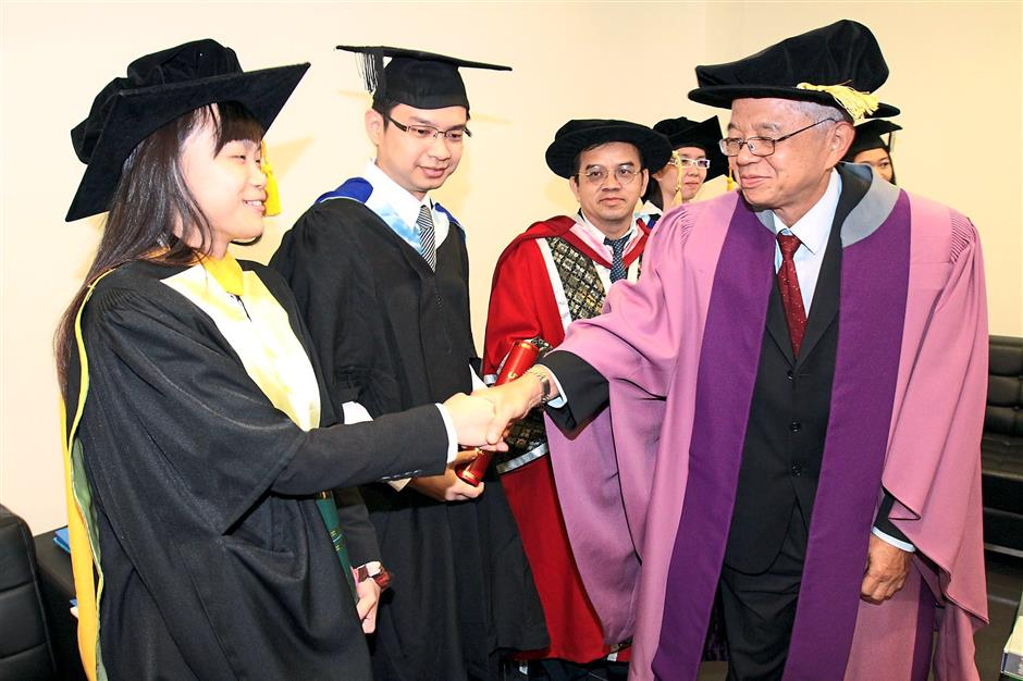 Congratulations: ?Master of Computer Science graduate Teoh Ee Na (left) shaking hands with ?Dr Ting? (right) after receiving her scroll?.