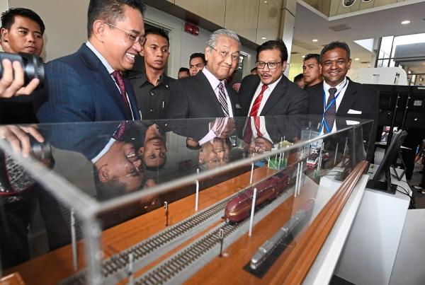 Keeping track: Maric president Datuk Dr Mohd Yusoff Sulaiman speaking with Mahathir at a rail engineering industry display during Technomart REL 2019 in Cyberjaya. — Bernama