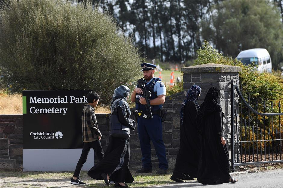 Mourners arrive at Memorial Park Cemetery for the first funeral ceremony of the Christchurch mosque attacks victim in Christchurch, New Zealand on March 20, 2019. - As the first bodies of the Christchurch mosque shooting victims were returned to grieving families, Muslim volunteers from across New Zealand and Australia descended on the small town to help in the burial process. An Australian white supremacist gunman killed 50 Muslim worshippers at two mosques in the southern city of Christchurch last Friday in a murder spree he broadcast live. (Photo by William WEST / AFP)