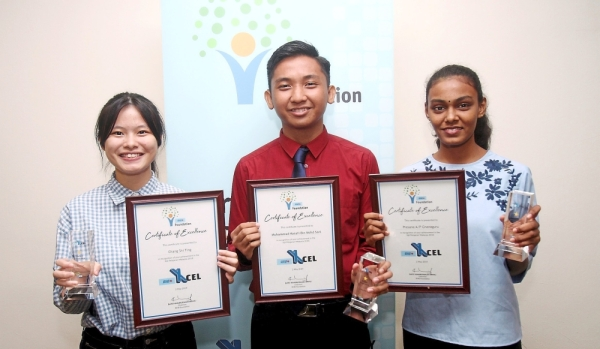 (From left) Shi Ting, Mohd Aqimie and Presana hold their awards at the ceremony.