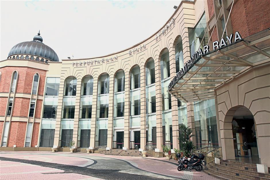 The Kuala Lumpur City Library is an attraction offered in the Dataran Merdeka guided walk.