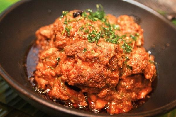 Zalehau2019s Masterchef Non-Crispy Chicken Rendang.