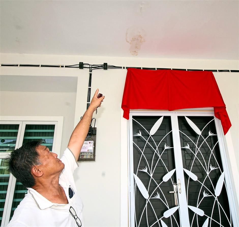 See this: A resident of Anjung Tawas Impiana showing the wet patches at the front porch.