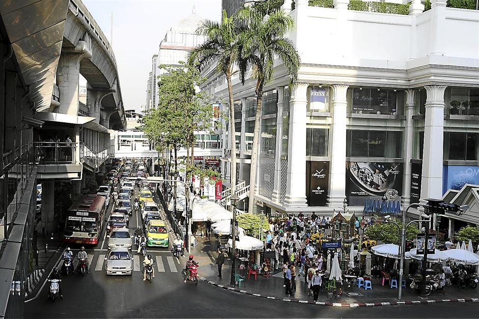 An example from Bangkok is the network of elevated walkways from its Skytrain that are also connected to some buildings, making walking and taking the train a pleasant experience. Seen here is the famous Ratchaprasong Junction, with the walkway extending into Erawan.