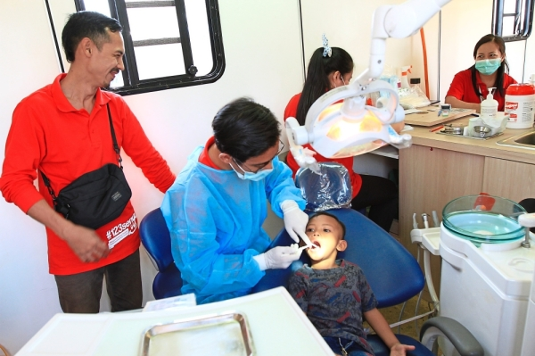 (Far left) The mobile dental clinic offered basic dental check-ups, scaling, filling and restoration services.