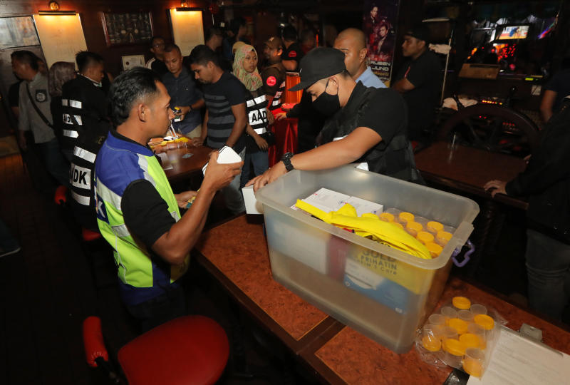 Enforcement officers prepping up the equipment needed to be used for urine test. Photo by IZZRAFIQ ALIAS/ TheStar