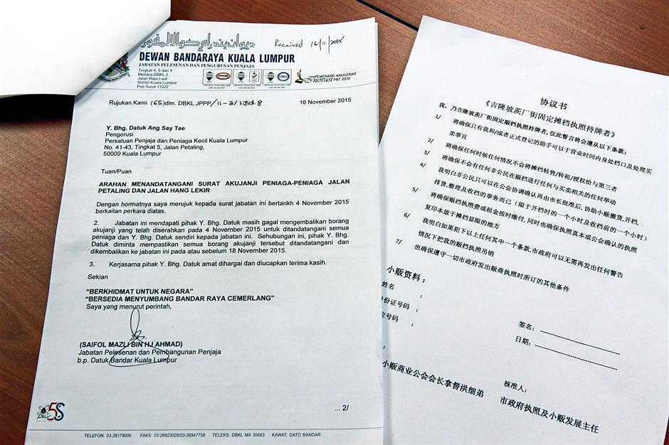 The letter from DBKL which gives traders two days to sign.