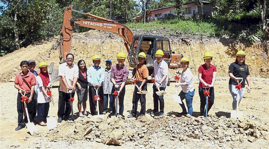 Members of Hopes Malaysia, Gammerlite Sdn Bhd and villagers of Kampung Tudan at the groundbreaking for the mushroom cultivation facility.