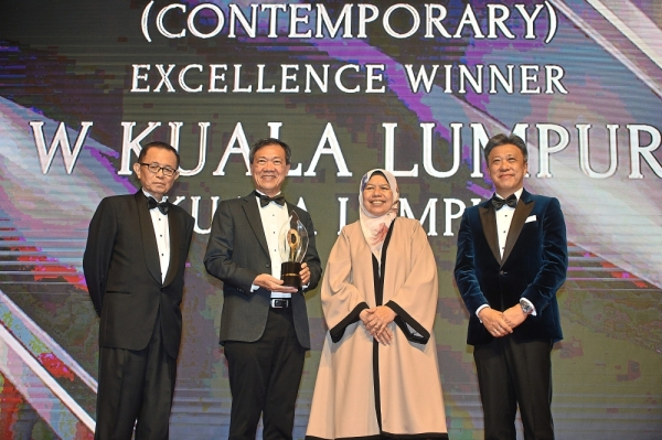 Tropicana Corporation Bhd managing director Ngian Siew Siong (second from left) receiving The Creative Touch City Hotel Award (Contemporary) from Zuraida, accompanied by Fu (left) and Wong.