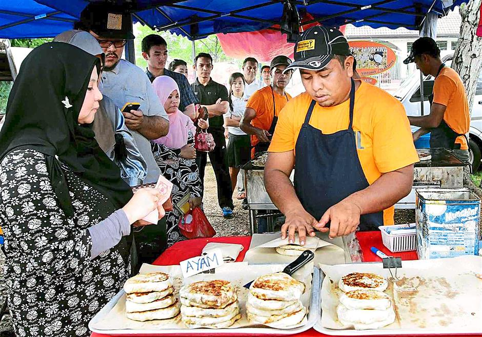 Long lines at the Murtabak Langkawi stand in USJ 4, Subang Jaya is a norm.
