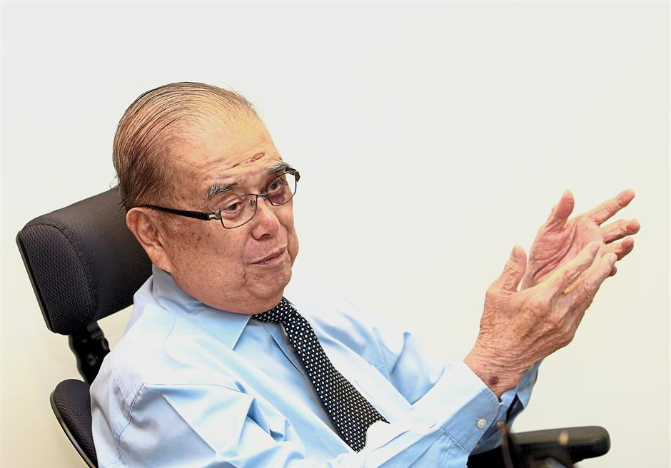 Chen first contested in 1964 for the Damansara parliamentary seat.