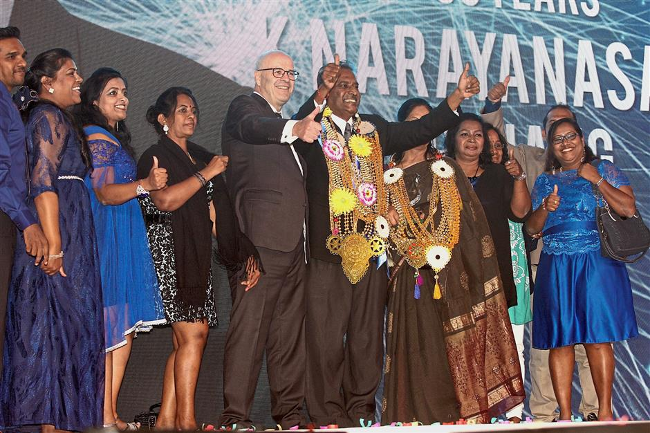 Narayanasamy (sixth from left, with garland) acknowledging the crowd after winning the nights highest award – Top of the Table. On his right is Zurich Life Insurance Malaysia Bhd chief executive officer Philip Smith while looking on are Narayanasamy's family and agency members.