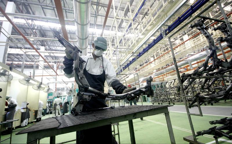 According to MIER, its Business Condition Index, which tracks domestic manufacturing activities, gained 2.6 points on-year but fell 15.6 points from Q2 of 2013.