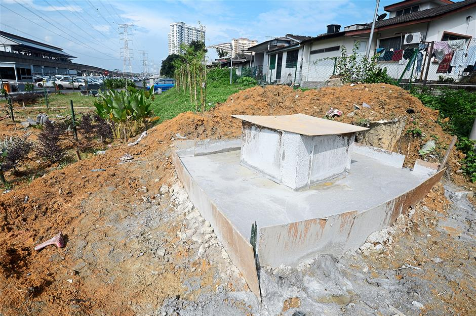 A structure believed to be the base of an upcoming illegal billboard at Jalan Utara. Residents in the neighbourhood said the structure was built on a weekday during broad daylight. MBPJ confirmed it was illegal.