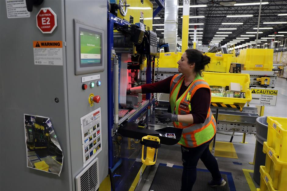 Robots work alongside humans in Illinois Amazon warehouse for the