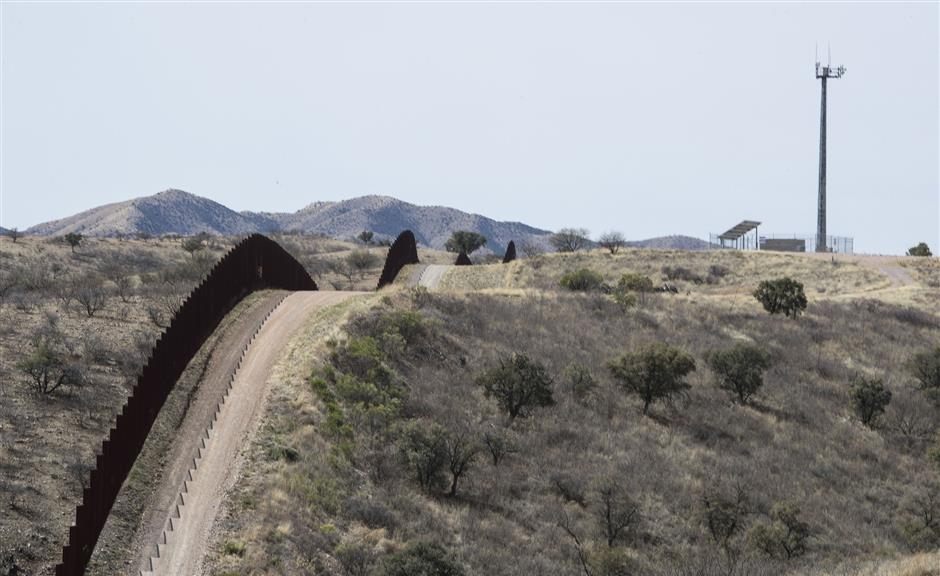 A fence along the U.S Mexican border west of Nogales, Ariz., on March 16, 2018. (Brian van der Brug/Los Angeles Times/TNS)