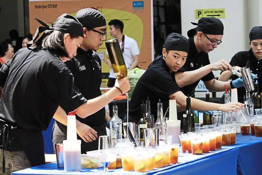 Students making 801 mocktails within 40 minutes to create a new entry in the Malaysia Book of Records.