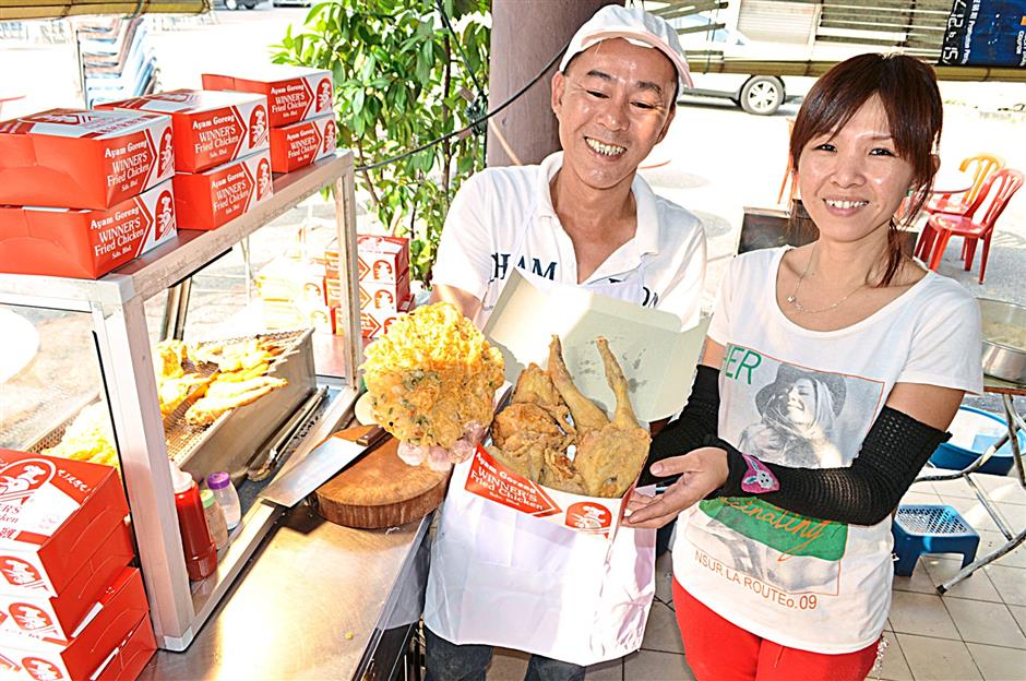 Winner's franchisee Lee Teck Hoong, and his wife, Chan Phooi Kuan, from Menglembu, Perak.