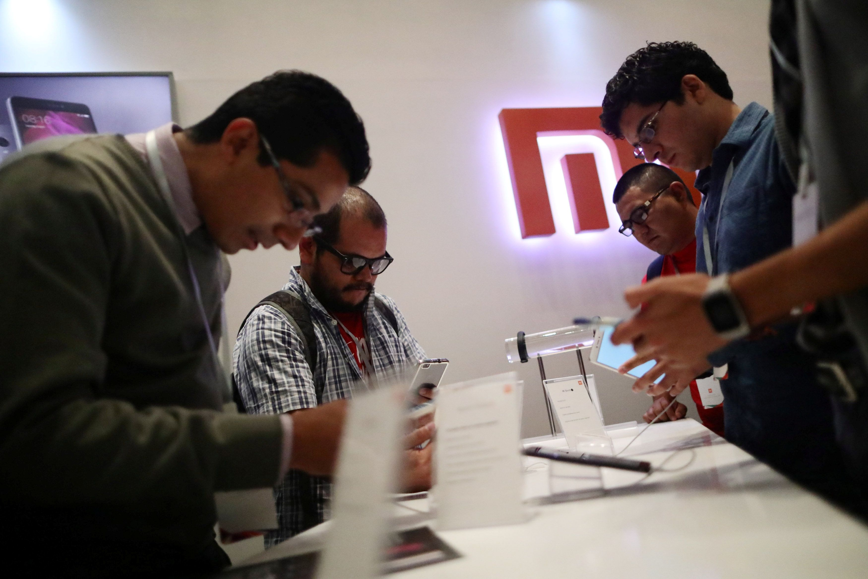 Customers gather during a presentation of the China's mobile company Xiaomi to celebrate the entry of the company into the Mexican market, in Mexico City, Mexico, May 9, 2017. REUTERS/Edgard Garrido