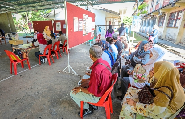 Doing their duty: Senior citizens were among the earliest to arrive at the polling centre at SK Muhibbah, Sandakan.