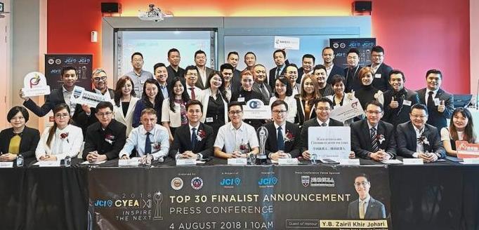 (Seated, from third left) Judges KC Lau, Prof Ian Pashby, JCI Malaysia national president Kelvin Chew, Zairil, JCI-CYEA organising chairman Jee Soo Lip, JCI United Penang president Ivan Ng, judge Raymond Chong, venue and gold sponsor Peninsula College managing director Datuk Michael Tio and gold sponsor Yuki Tan.